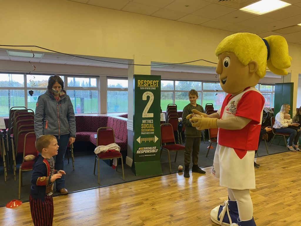 Zachary meets didi rugby mascot Daisy